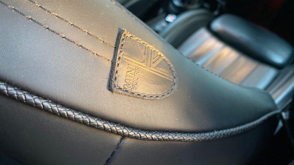 Image 40 - MINI Hatch (YA67WWR)