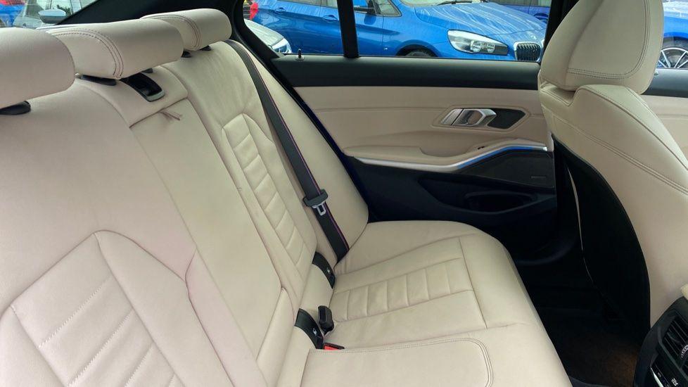 Image 12 - BMW 330e M Sport Saloon (YH69DJD)