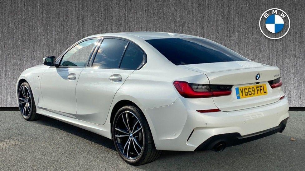 Image 2 - BMW 330e M Sport Saloon (YG69FFL)