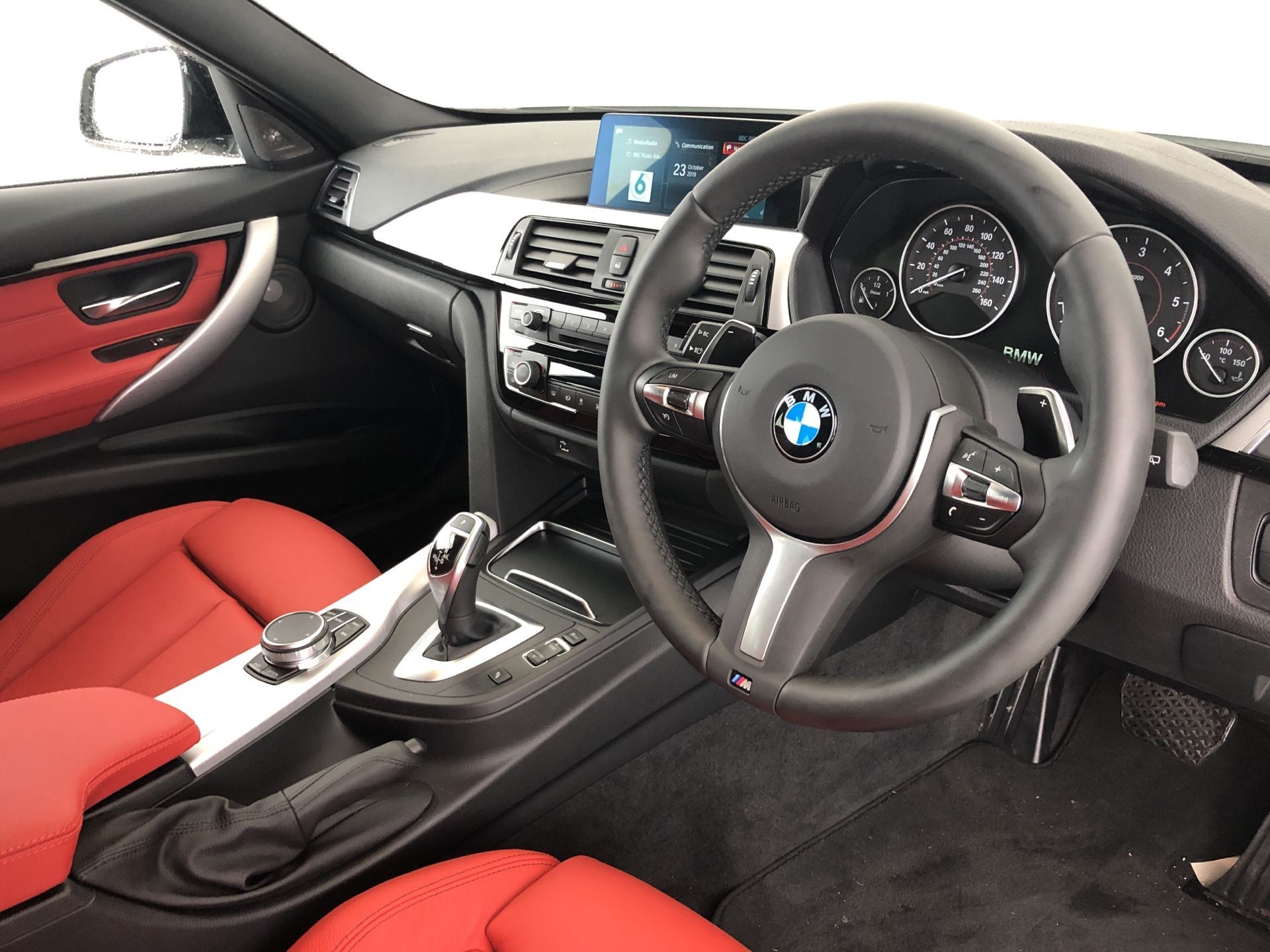 Image 4 - BMW 320d M Sport Shadow Edition Touring (YF19GDX)