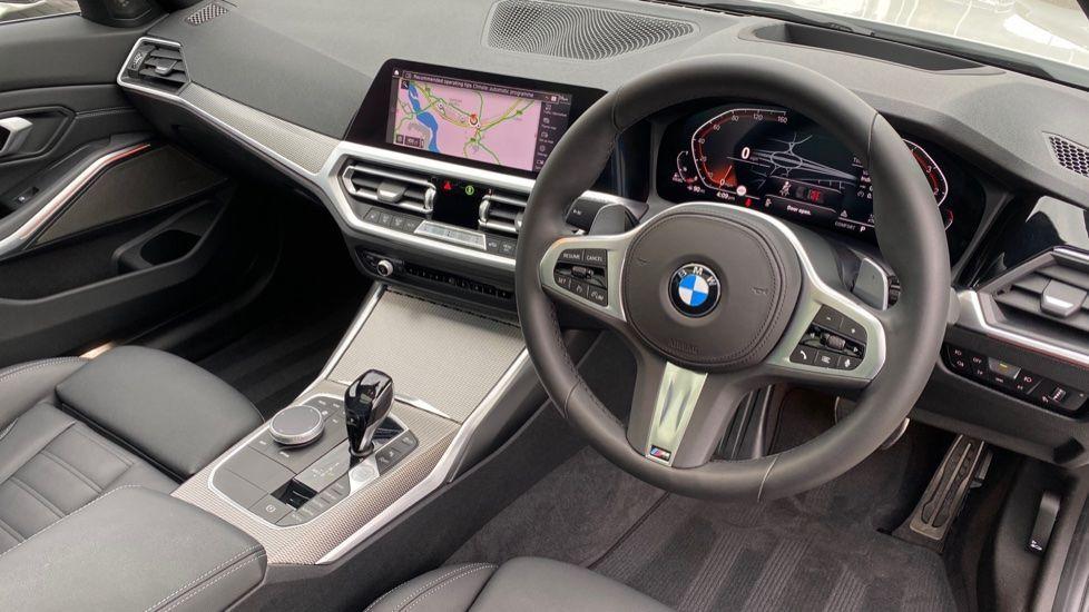 Image 5 - BMW 330d xDrive M Sport Touring (YB69FNC)