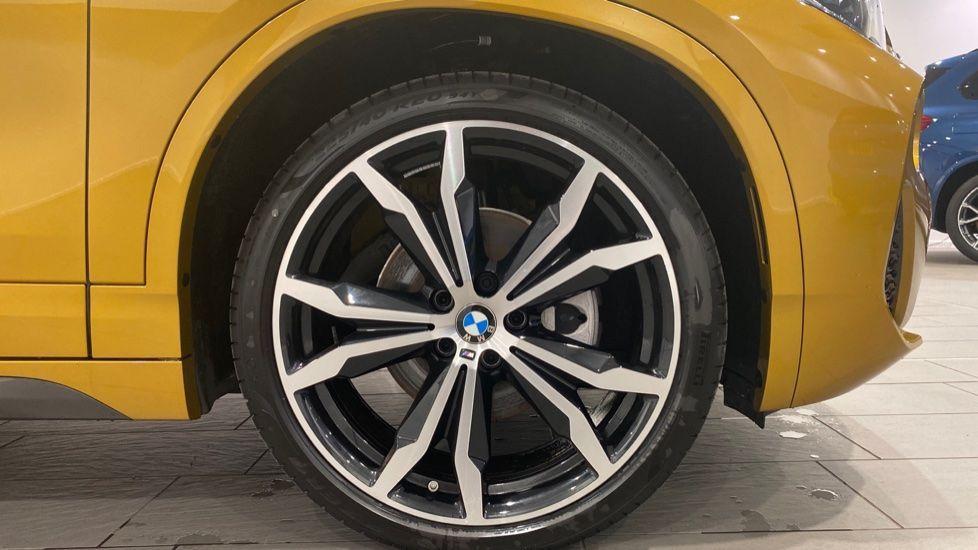 Image 14 - BMW xDrive18d M Sport (DE70OYV)