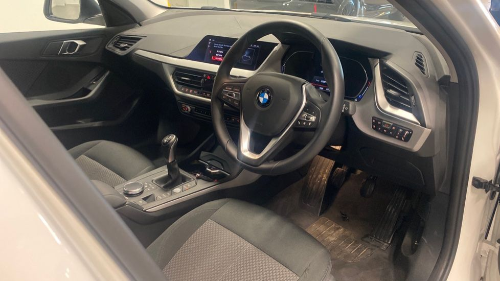 Image 5 - BMW 116d SE (YC69DVK)