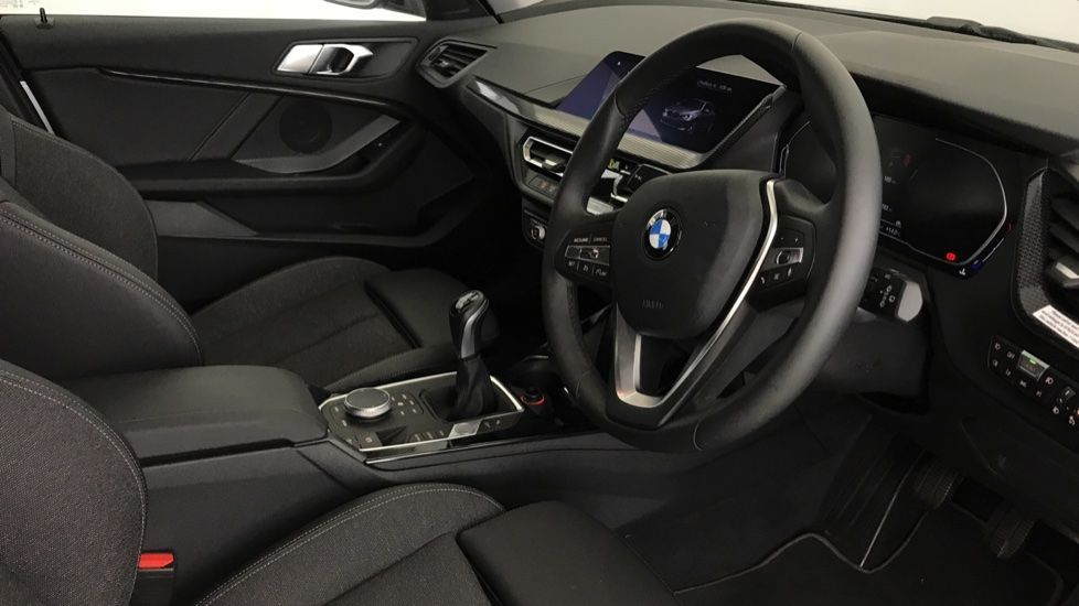 Image 5 - BMW 118i Sport (YF69NZU)