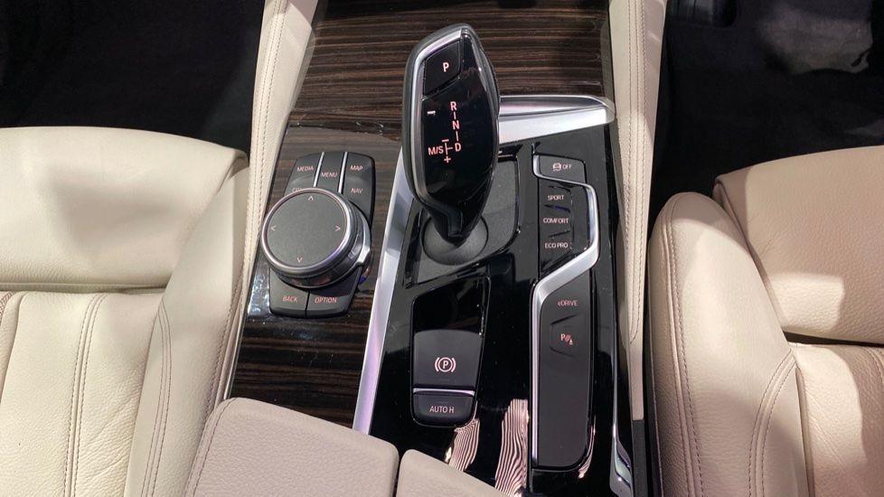 Image 6 - BMW 530e M Sport iPerformance Saloon (YD68YVA)