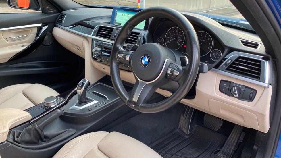 Image 5 - BMW 320i xDrive M Sport Shadow Edition Saloo (YB67KFC)