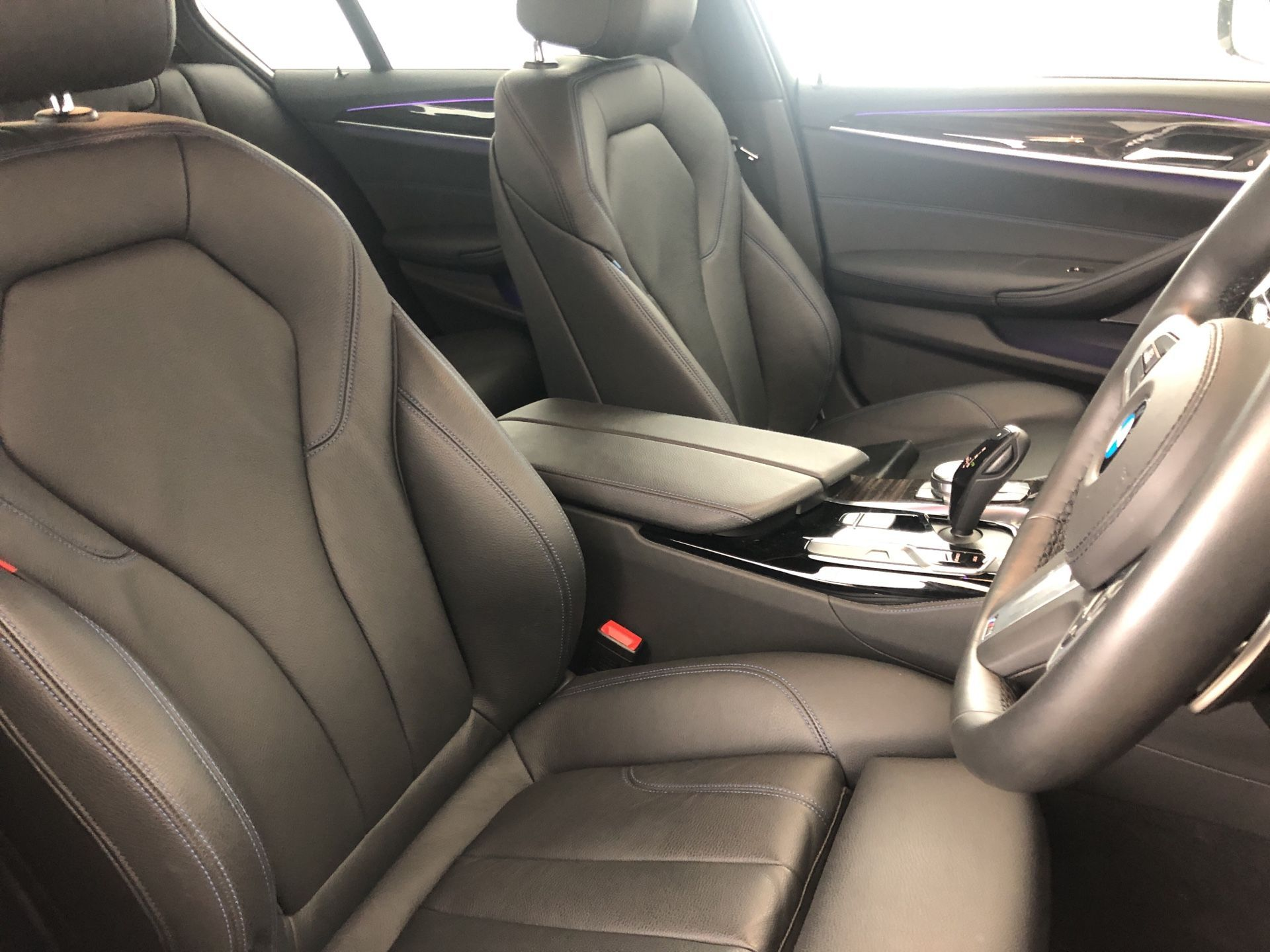 Image 8 - BMW 530e M Sport iPerformance Saloon (YJ68WUP)