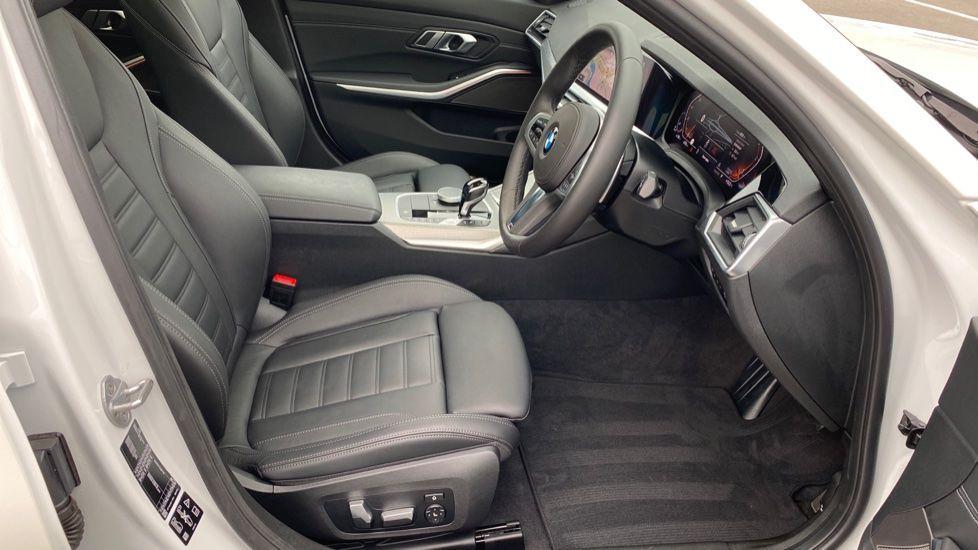 Image 11 - BMW 330d xDrive M Sport Touring (YB69FNC)