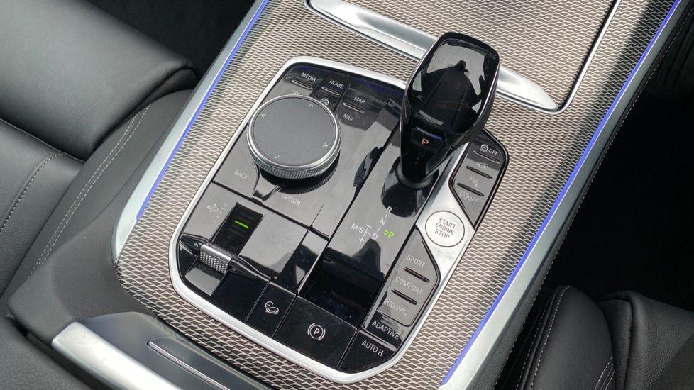 Image 10 - BMW xDrive40i M Sport (YL69YOF)