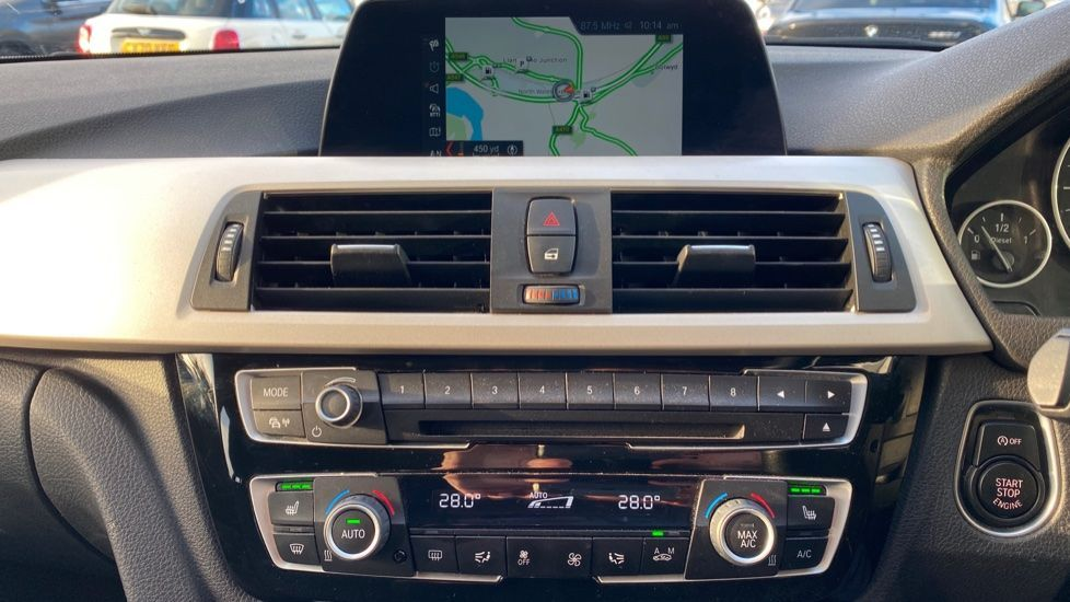 Image 7 - BMW 316d SE Touring (YA18UPK)