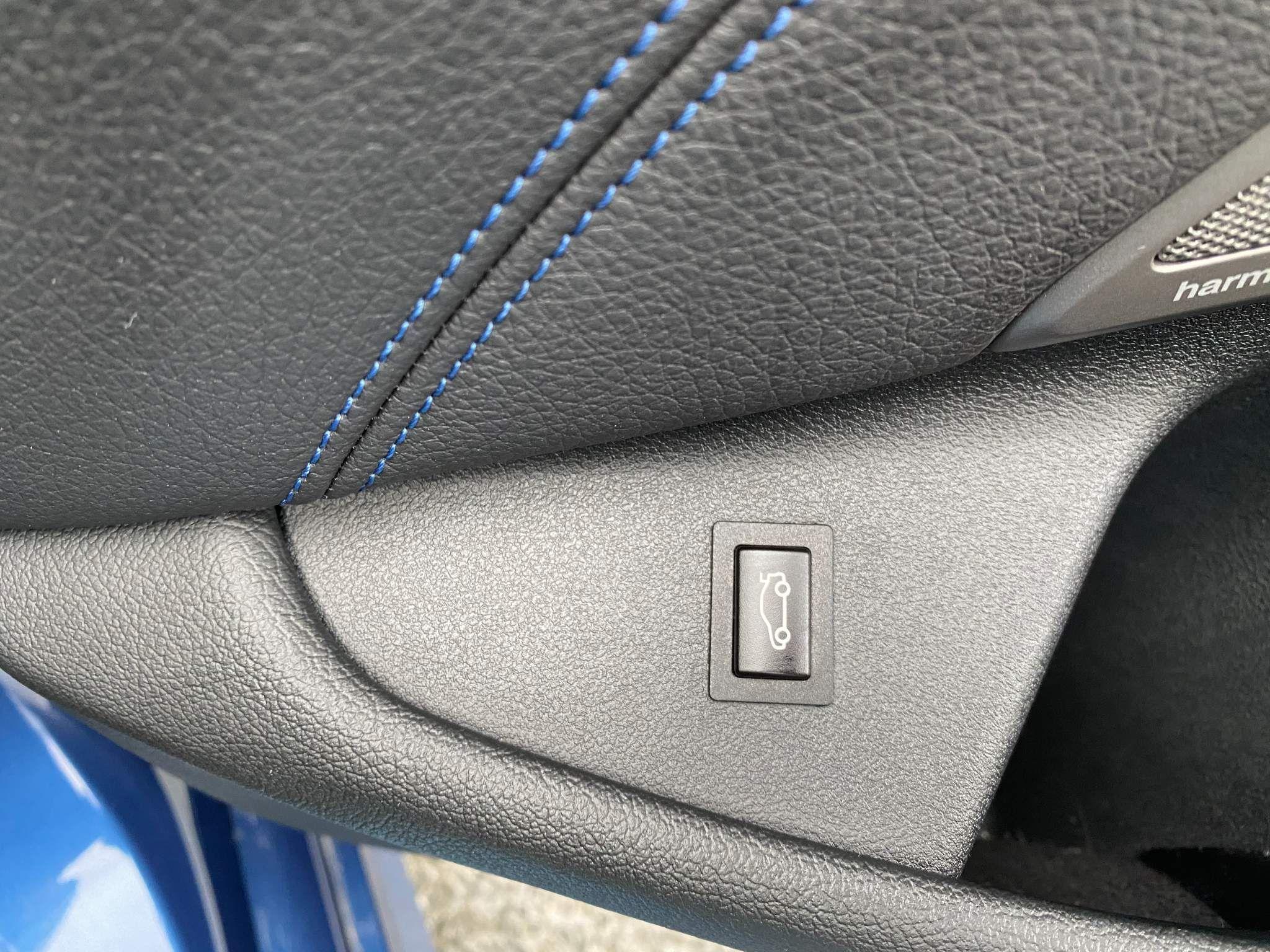 Image 18 - BMW 530d xDrive M Sport Saloon (MV70CGK)