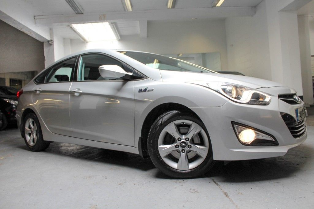 Hyundai i40 EXECUTIVE CRDI LOW MILEAGE ONLY 84 KLMS REVERSE CAMERA  FSH LOW ROAD TAX NCT 06/22