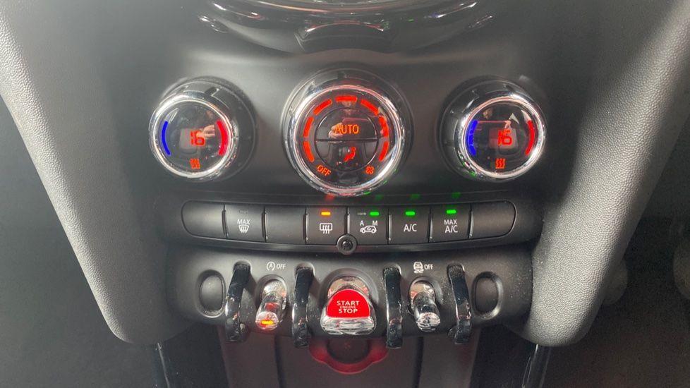 Image 17 - MINI Hatch (YJ15ZNO)
