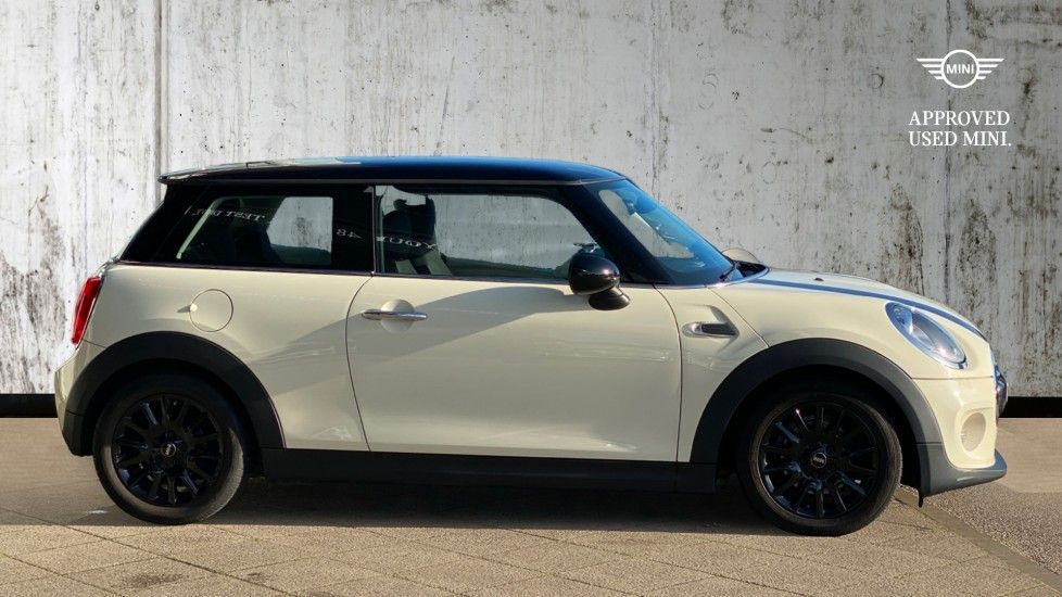 Image 3 - MINI Hatch (DG65NBZ)