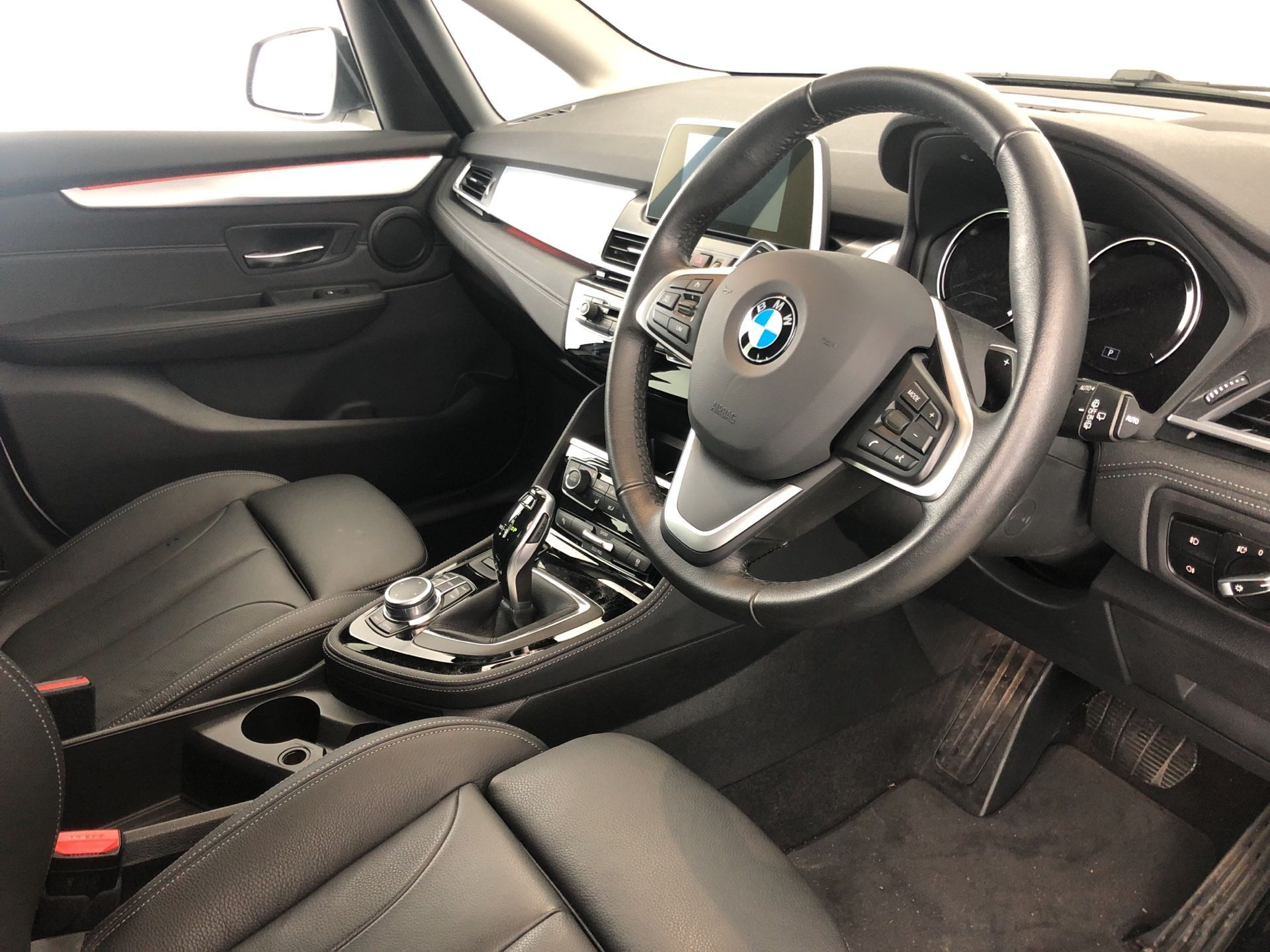 Image 4 - BMW 220d Luxury Active Tourer (YK68DJO)