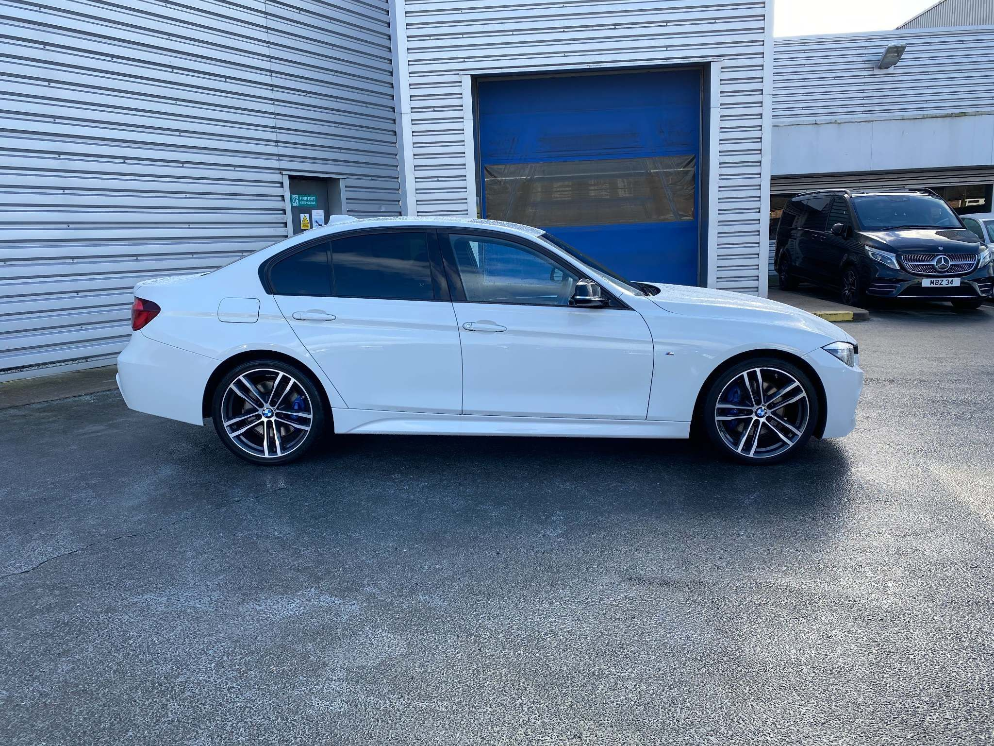 Image 5 - BMW 320d M Sport Shadow Edition Saloon (ML67ZKY)