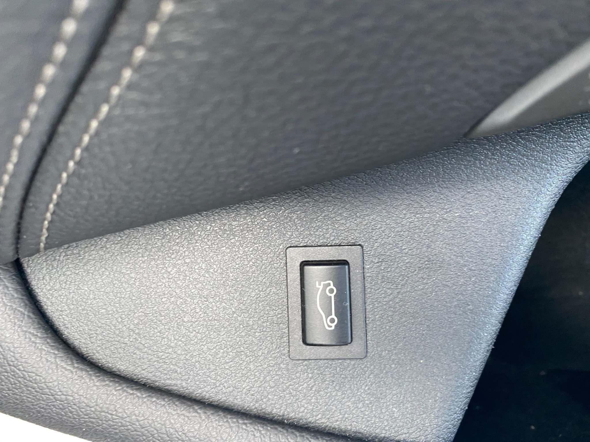Image 13 - BMW 520d M Sport Saloon (MT67UPS)