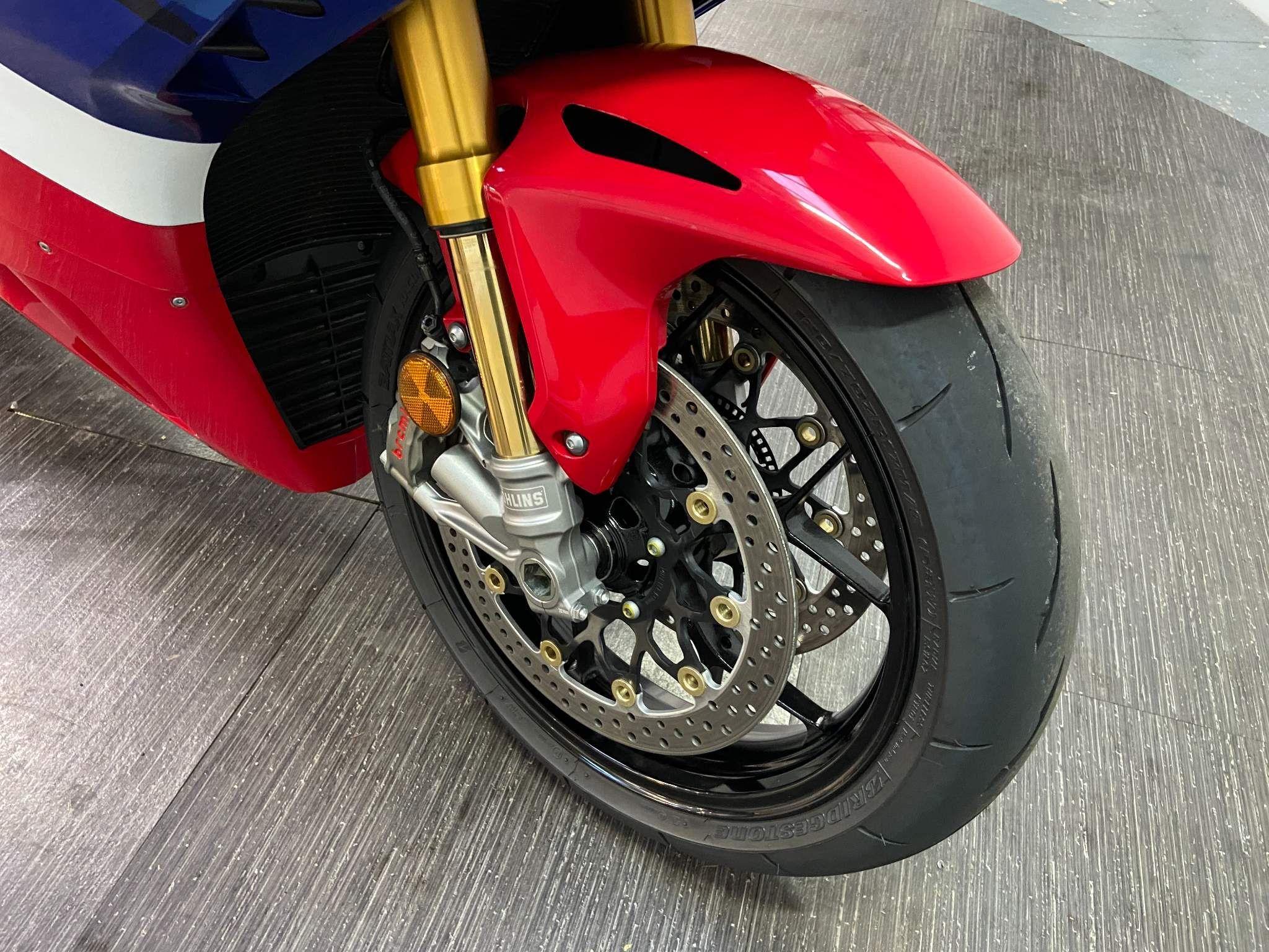Honda CBR1000RR-R Fireblade Images
