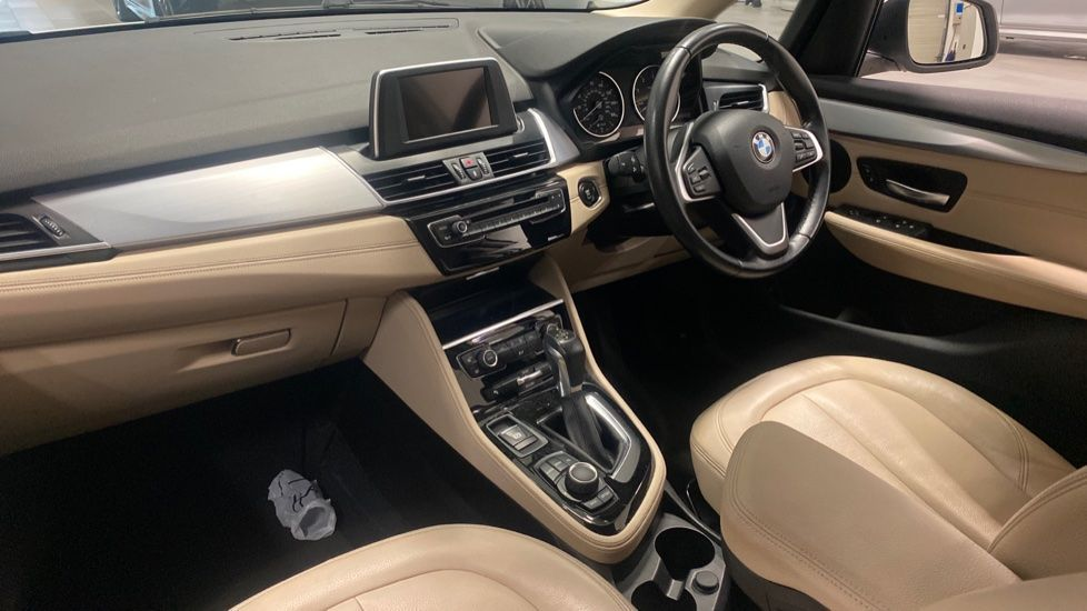 Image 6 - BMW 218d Luxury Active Tourer (PO15VTN)