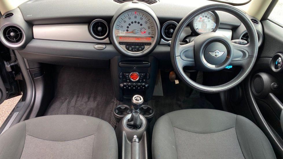 Image 4 - MINI Hatch (YP61TBX)