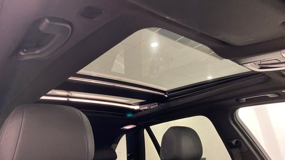 Image 11 - BMW xDrive40e M Sport (LG67FMY)