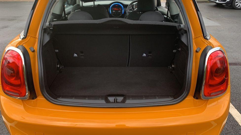 Image 13 - MINI Hatch (CX66GVA)