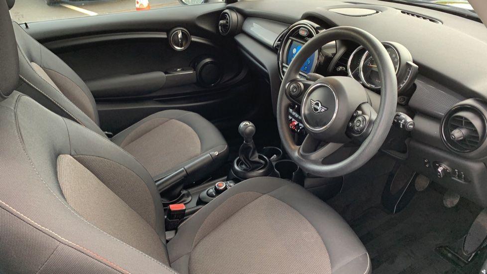 Image 5 - MINI Hatch (CX19JKU)