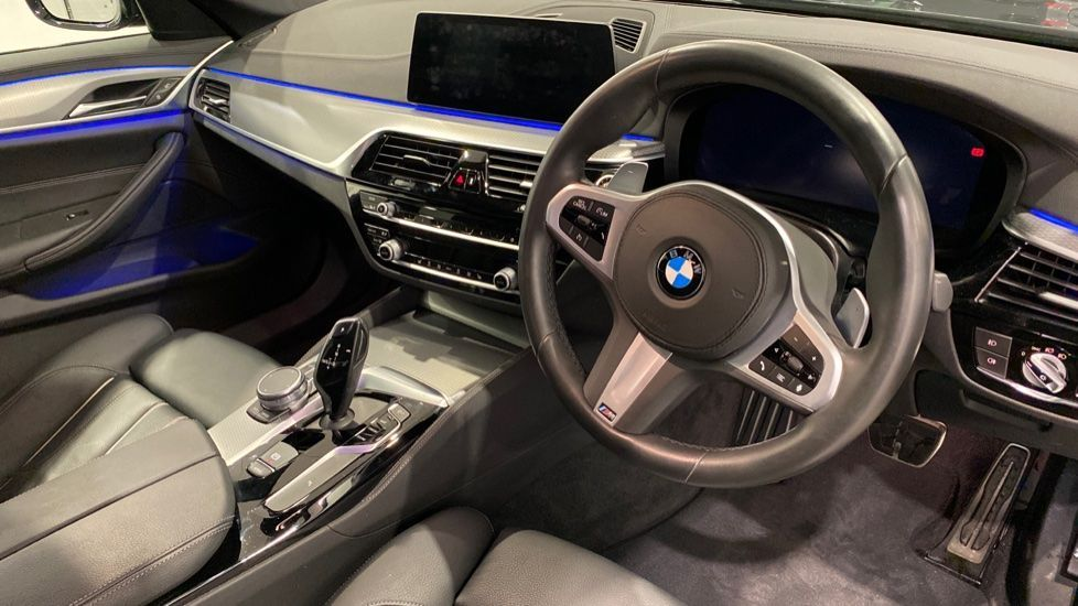 Image 4 - BMW 520d M Sport Saloon (YD69ACT)