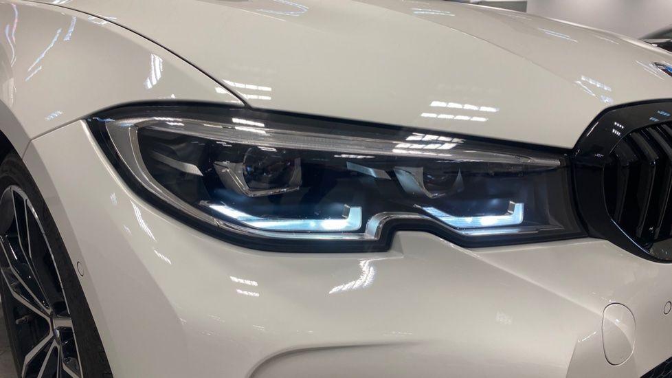 Image 23 - BMW 320i M Sport Saloon (YG20LFU)