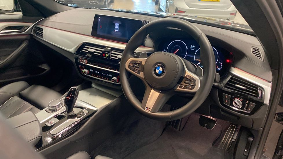 Image 5 - BMW 520i M Sport Saloon (YJ69VAC)