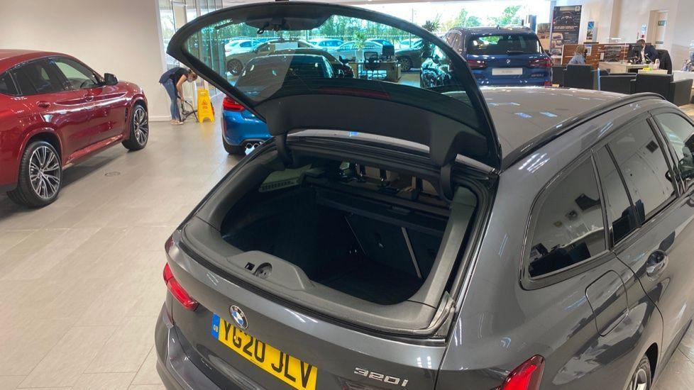Image 24 - BMW 320i M Sport Touring (YG20JLV)