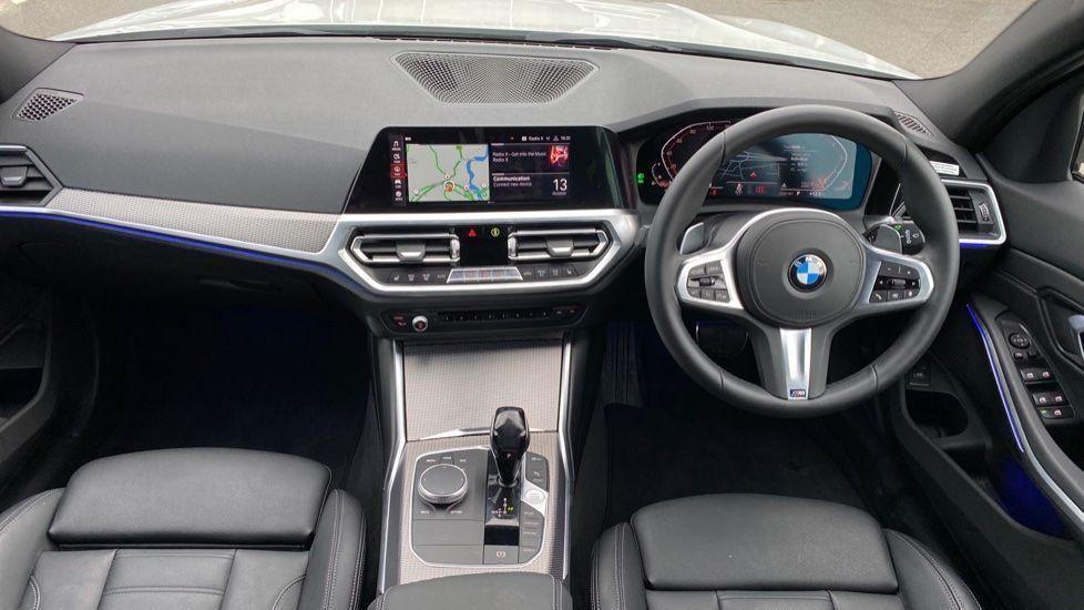 Image 4 - BMW 320i M Sport Touring (YG20JRO)