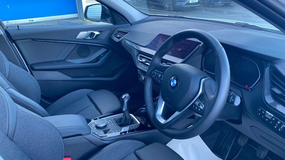 Image 5 - BMW 118i Sport (YF69HKN)