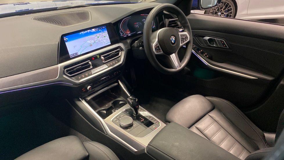 Image 6 - BMW 320i M Sport Saloon (YG20NWC)