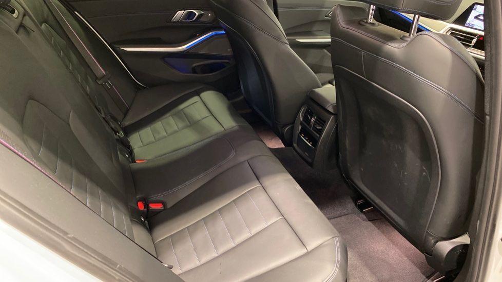 Image 11 - BMW M340i xDrive Saloon (DE20WBD)