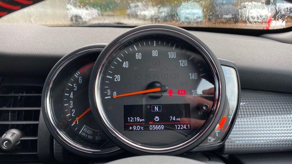 Image 9 - MINI Hatch (MW69OMT)