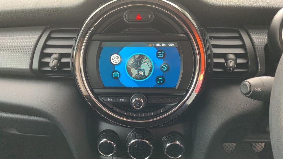 Image 8 - MINI Hatch (CX19JKU)