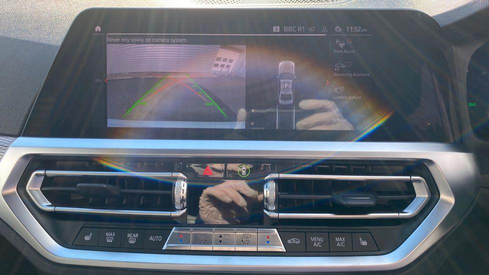 Image 21 - BMW 330e M Sport Saloon (YG69FFL)