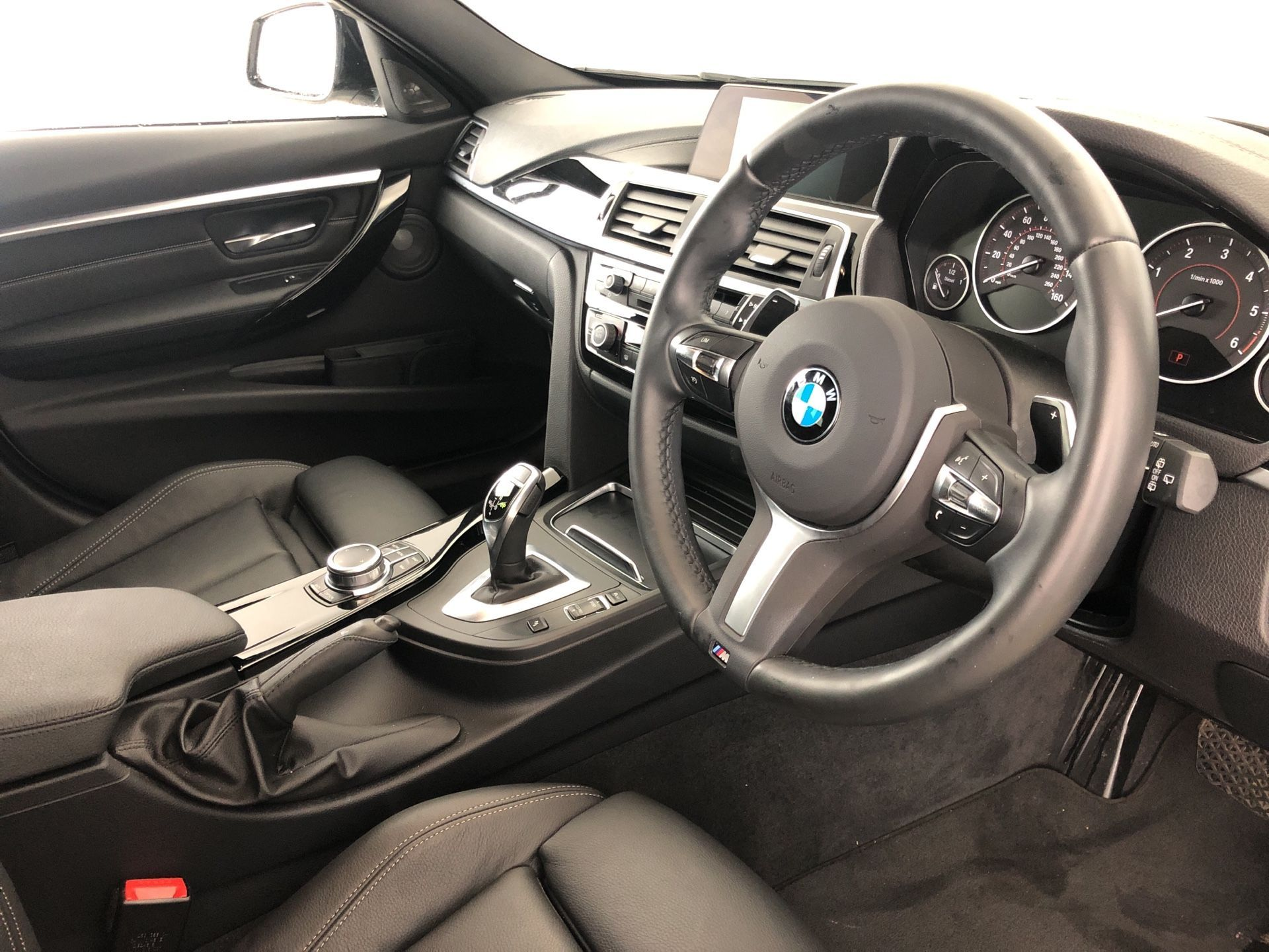 Image 4 - BMW 320d M Sport Shadow Edition Touring (YE19FXL)