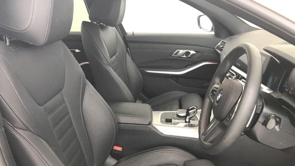 Image 11 - BMW 320d M Sport Saloon (YA69AWP)