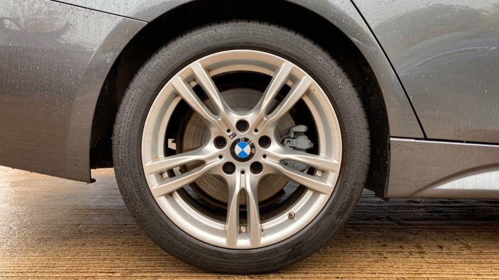 Image 14 - BMW 330d xDrive M Sport Saloon (MJ16GGX)