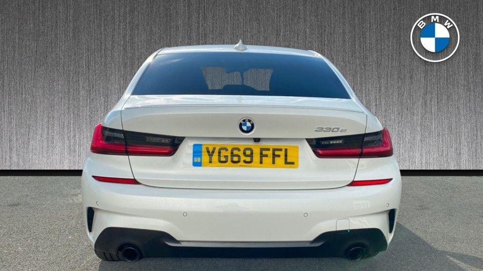 Image 15 - BMW 330e M Sport Saloon (YG69FFL)