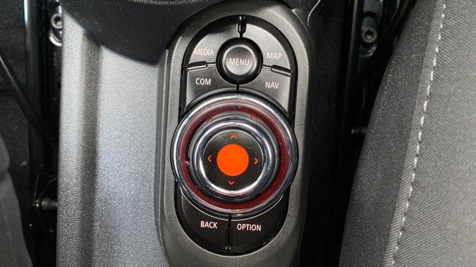 Image 19 - MINI Hatch (YB69YTR)
