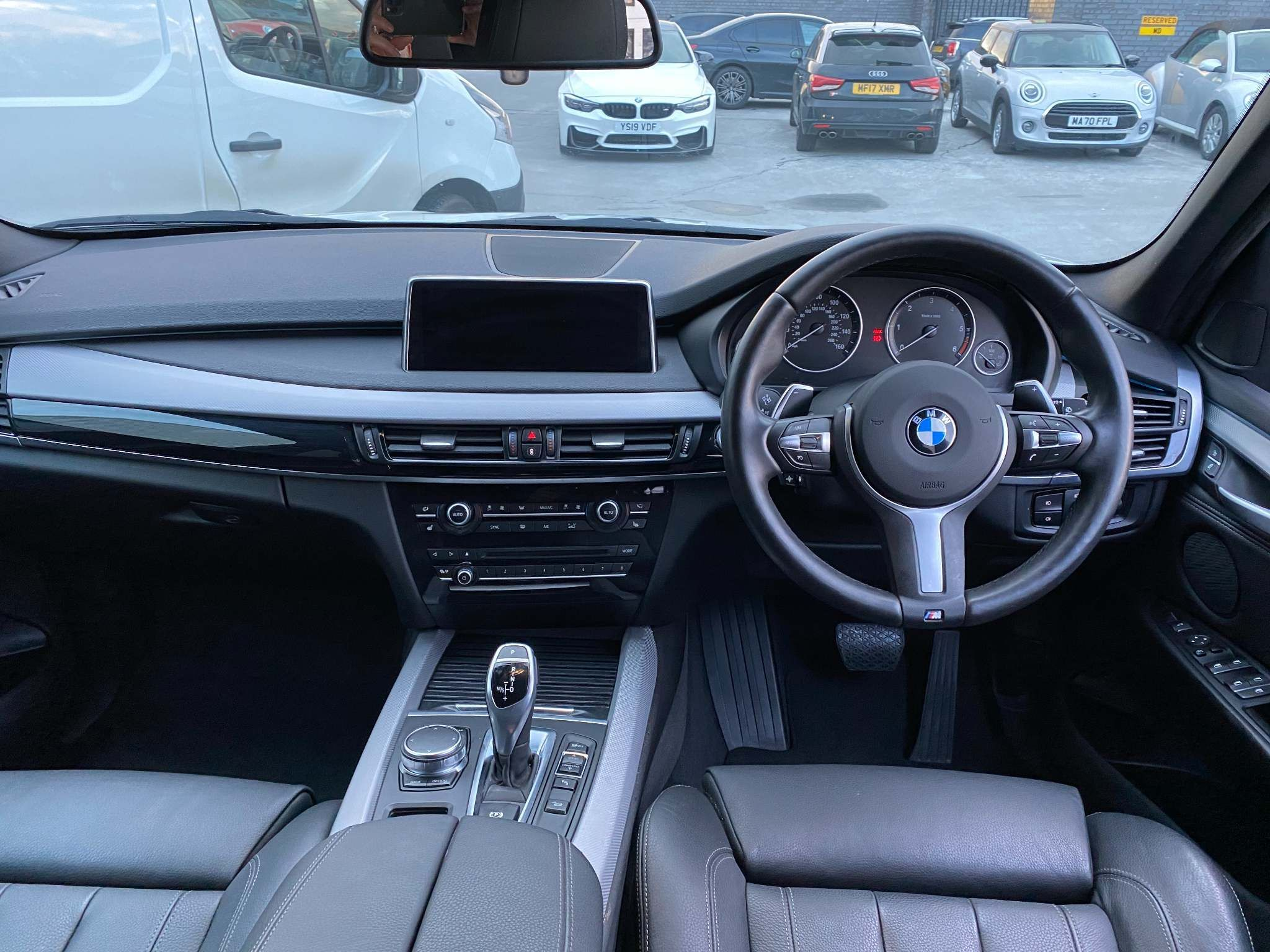 Image 13 - BMW xDrive40d M Sport (MM18LNX)