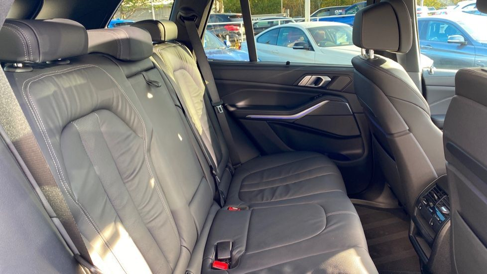 Image 17 - BMW M50d (DG19XKD)