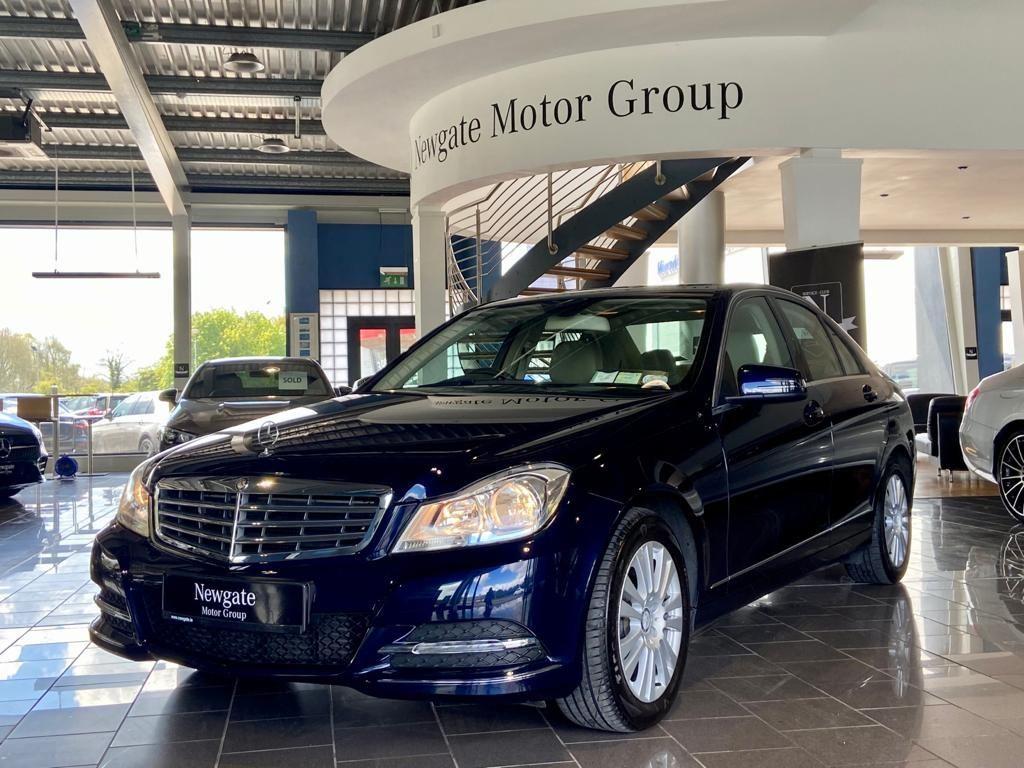 Mercedes-Benz C-Class 2.1 Elegance Saloon Diesel Automatic RWD
