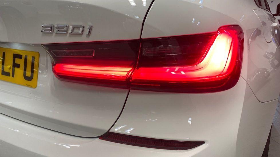 Image 22 - BMW 320i M Sport Saloon (YG20LFU)