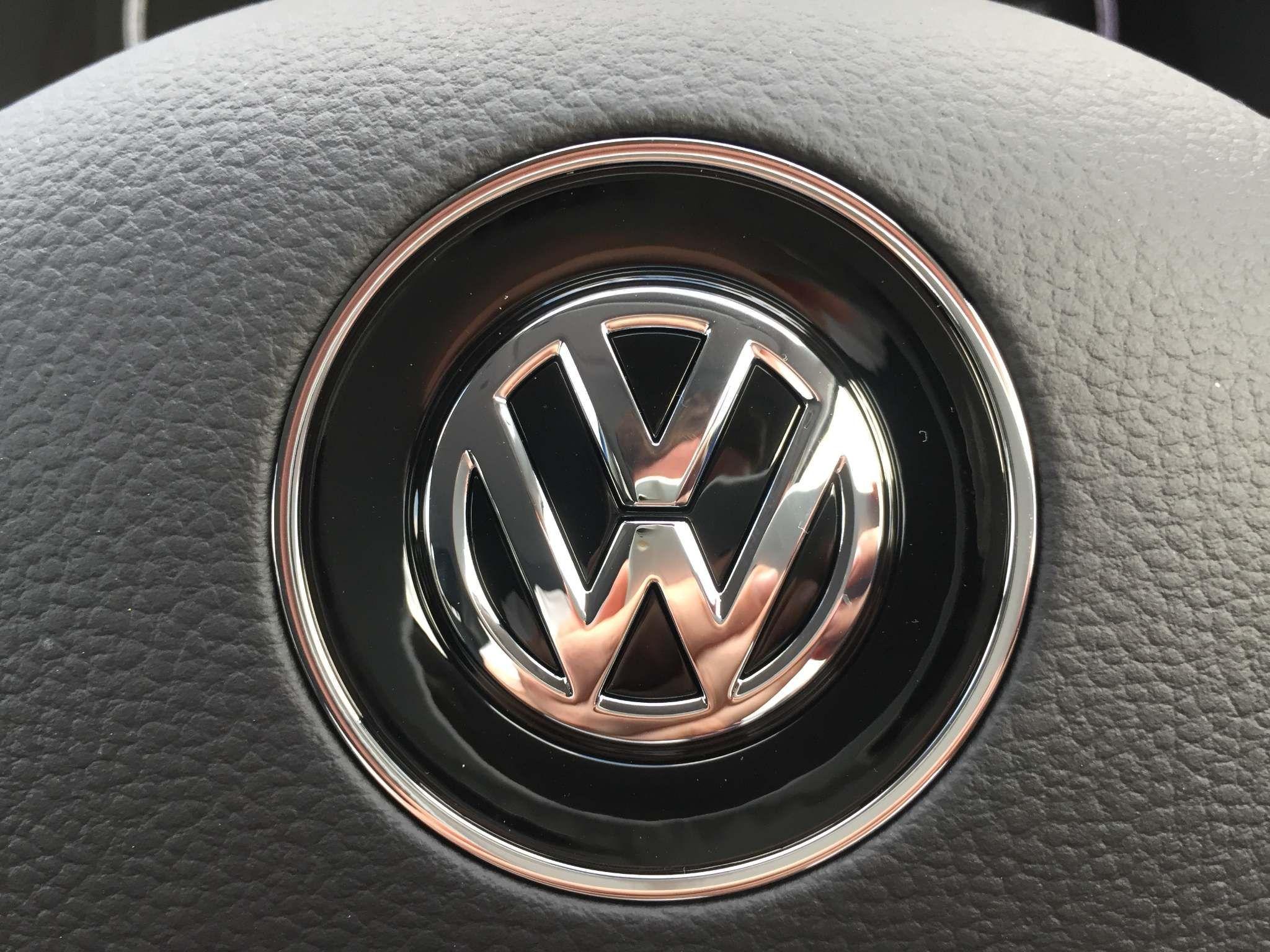 Volkswagen T-Roc Images