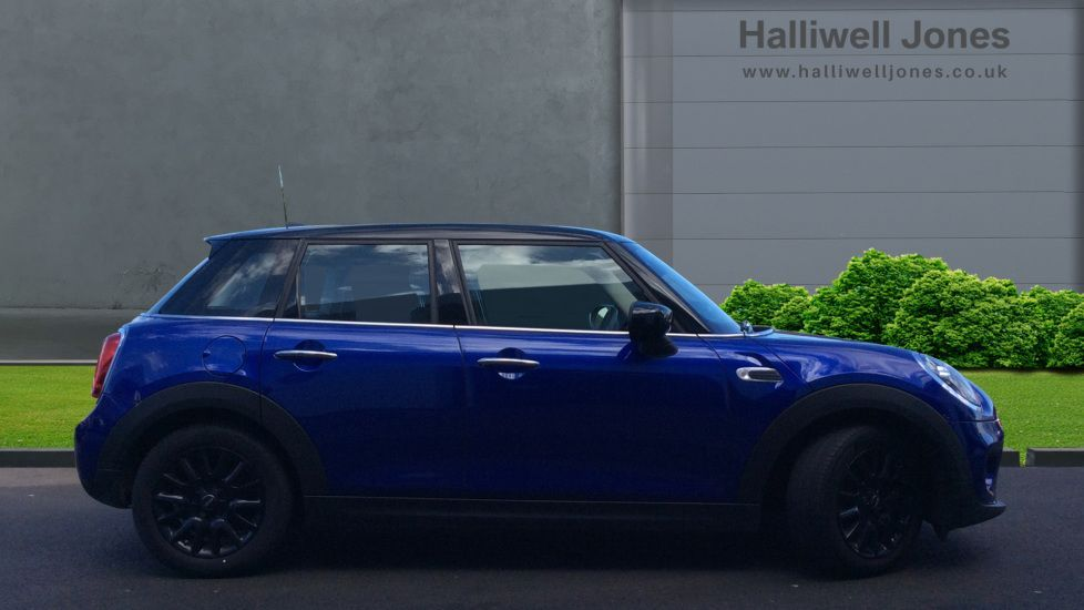 Image 3 - MINI Hatch (YG69NJU)
