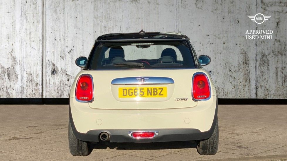 Image 15 - MINI Hatch (DG65NBZ)
